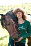 Verticale de la jeune fille et du cheval Image stock