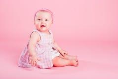 Verticale de la petite belle fille photos libres de droits