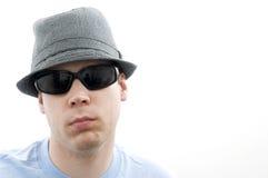 Verticale de mâle dans des lunettes de soleil Photos libres de droits