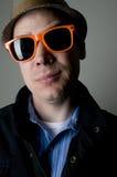 Verticale de mâle dans des lunettes de soleil illustration de vecteur