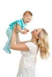 Verticale de mère affectueuse et de son enfant sur le blanc Image libre de droits