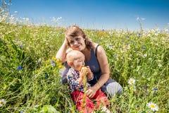 Verticale de mère et de chéri Photographie stock libre de droits
