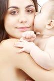 Verticale de mère heureuse avec la chéri Photos libres de droits