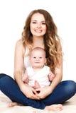 Verticale de mère heureuse avec la chéri Photographie stock