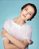 Verticale de modèle femelle d'Al sur le fond blanc Photographie stock