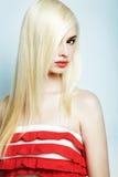 Verticale de mode d'un jeune femme blond Photographie stock