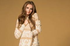 Verticale de mode de beau femme Photos stock