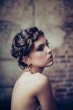 Verticale de mode de jeune femme Images libres de droits