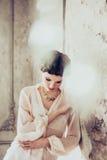 Verticale de mode de jeune femme Image libre de droits