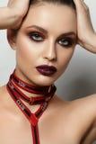 Verticale de mode de jeune femme photos stock