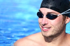 Verticale de nageur d'homme Images libres de droits