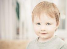 Verticale de petit garçon Photos libres de droits
