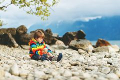 Verticale de petit garçon Images libres de droits