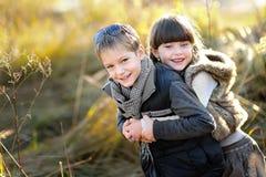 Verticale de petit garçon et de fille Images libres de droits