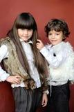 Verticale de petit garçon et de fille Photographie stock libre de droits