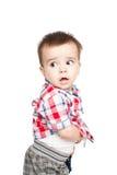 Verticale de petit garçon heureux photos libres de droits