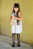 Verticale de petite fille Images libres de droits