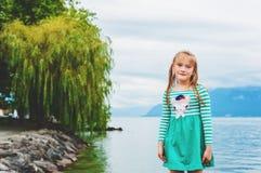 Verticale de petite fille Photo libre de droits