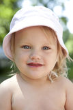 Verticale de petite fille blonde photos stock