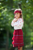 Verticale de petite fille ukrainienne Photo stock