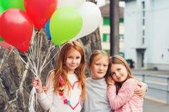 Verticale de petites filles mignonnes Photos stock