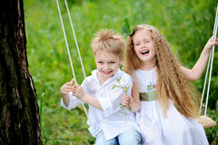 Verticale de petits garçons et de filles photographie stock libre de droits