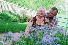 Verticale de plan rapproché d'un couple plus âgé de sourire Photo stock