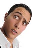 Verticale de plan rapproché d'un homme effectuant le massage facial Image stock