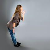 Verticale de plan rapproché d'un jeune femme heureux d'affaires Photo stock