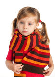 Verticale de plan rapproché d'une fille triste dans une écharpe Photographie stock