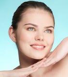 Verticale de plan rapproché de jeune femme avec la peau parfaite photographie stock libre de droits