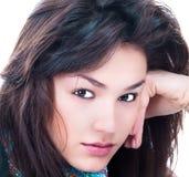 Verticale de plan rapproché de jeune femme caucasien Images libres de droits