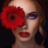Verticale de plan rapproché de jeune femme de beauté Images libres de droits