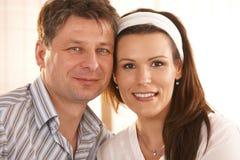Verticale de plan rapproché des couples romantiques Photos libres de droits