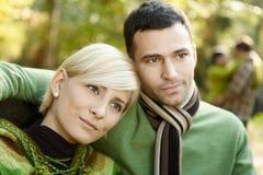 Verticale de plan rapproché de jeunes couples Images libres de droits