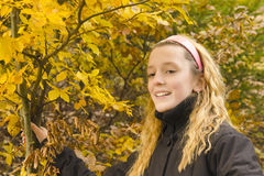 Verticale de sourire de fille photo libre de droits
