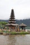 Verticale de temple de l'eau de Bali Photographie stock