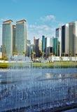 Verticale de tours et de fontaine de Doha Images libres de droits