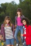 Verticale de trois amies d'adolescente. Photographie stock