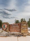Verticale del segno di Bryce Canyon National Park Entry Immagine Stock Libera da Diritti