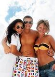Verticale des amis heureux appréciant des vacances Photographie stock