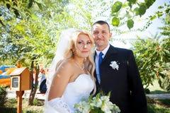 Verticale des couples à l'extérieur Photographie stock