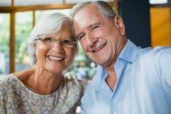 Verticale des couples aînés heureux Images stock
