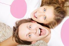 Verticale des couples de jeunes de beauté Photos libres de droits