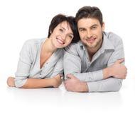 Verticale des couples heureux d'isolement sur le blanc Photo libre de droits