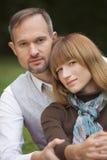 Verticale des couples heureux extérieurs Photos libres de droits