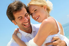 Verticale des couples leur jour du mariage Images stock