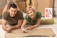 Verticale des couples prévoyant leur maison neuve Photographie stock libre de droits