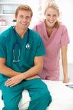 Verticale des médecins de chirurgiens Image libre de droits