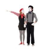 Verticale des pantomimes. femme se dirigeant à quelque chose Photographie stock